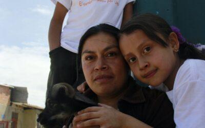 En el mes de mayo, queremos que celebres he invitarte a conocer las historias de las madres que hacen parte de AlasCinco.